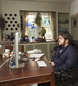 Other CCAC programs have patients updating information and communicating with caregivers from a home computer. (Image: OACCAC)