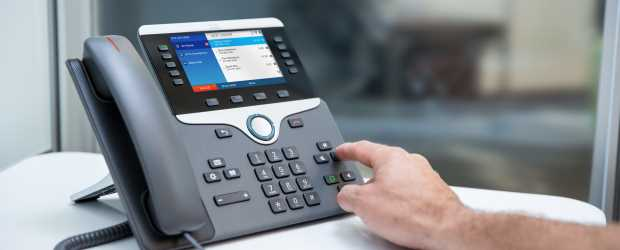 Cisco's IP Phone 8800 has USB ports, syncs to smart phones