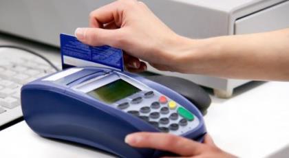SLIDE SIZE credit card, POS SHUTTERSTOCK