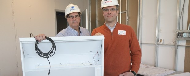Stephen Foster, right, of EllisDon Construction and Cisco Canada's Rick Huijbregts show a a PoE light fixture going into Cisco's new home. ITWC photo by Howard Solomon