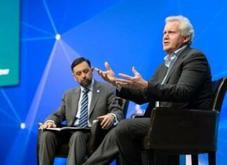Jeffrey Immelt, CEO of General Electric, interviewed appears with Gartner Fellow Mark Raskino at the Gartner 2015 Symposium