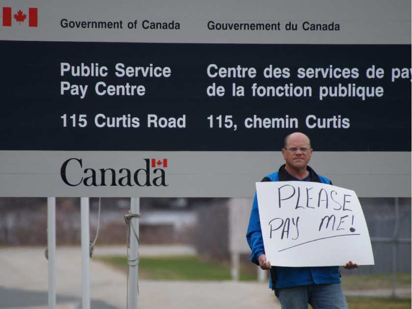corrections-officer-stephen-robertson-protesting-Ottawa_Citizen