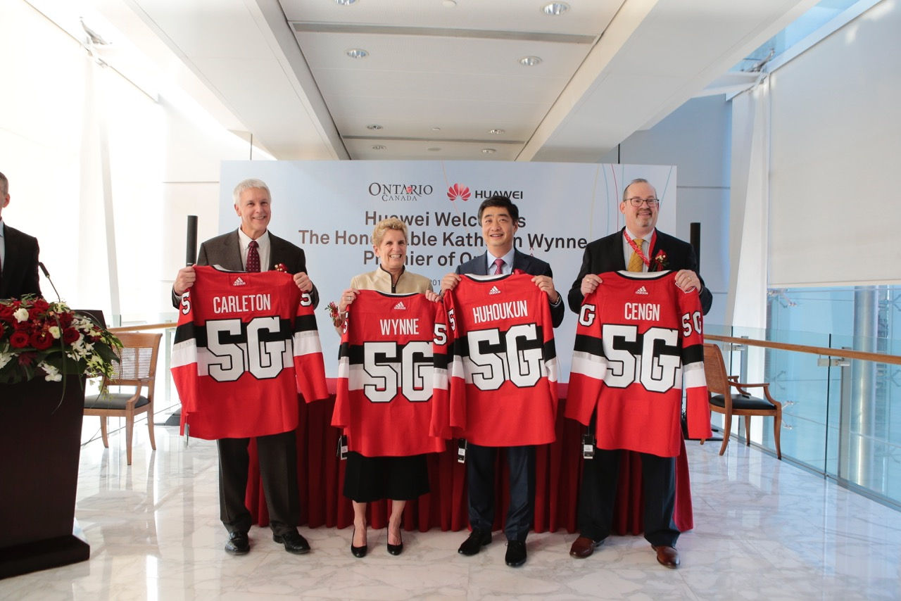 Michael Tremblay CEO, Invest Ottawa, Premier Wynne, Huawei Rotating CEO and Deputy Chairman Ken Hu, and CENGN VP Richard Waterhouse.