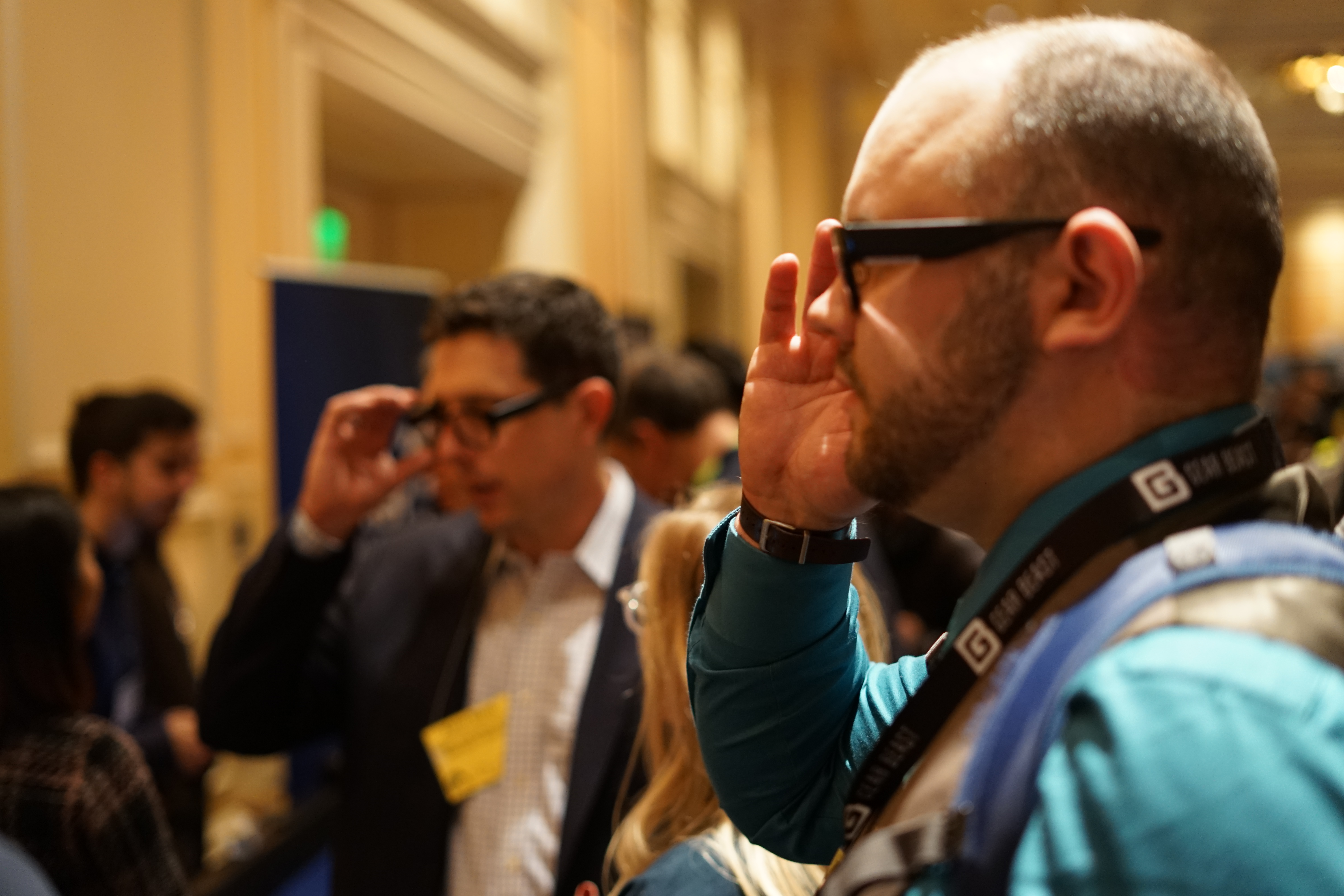 Pepcom showgoers try Focals by North