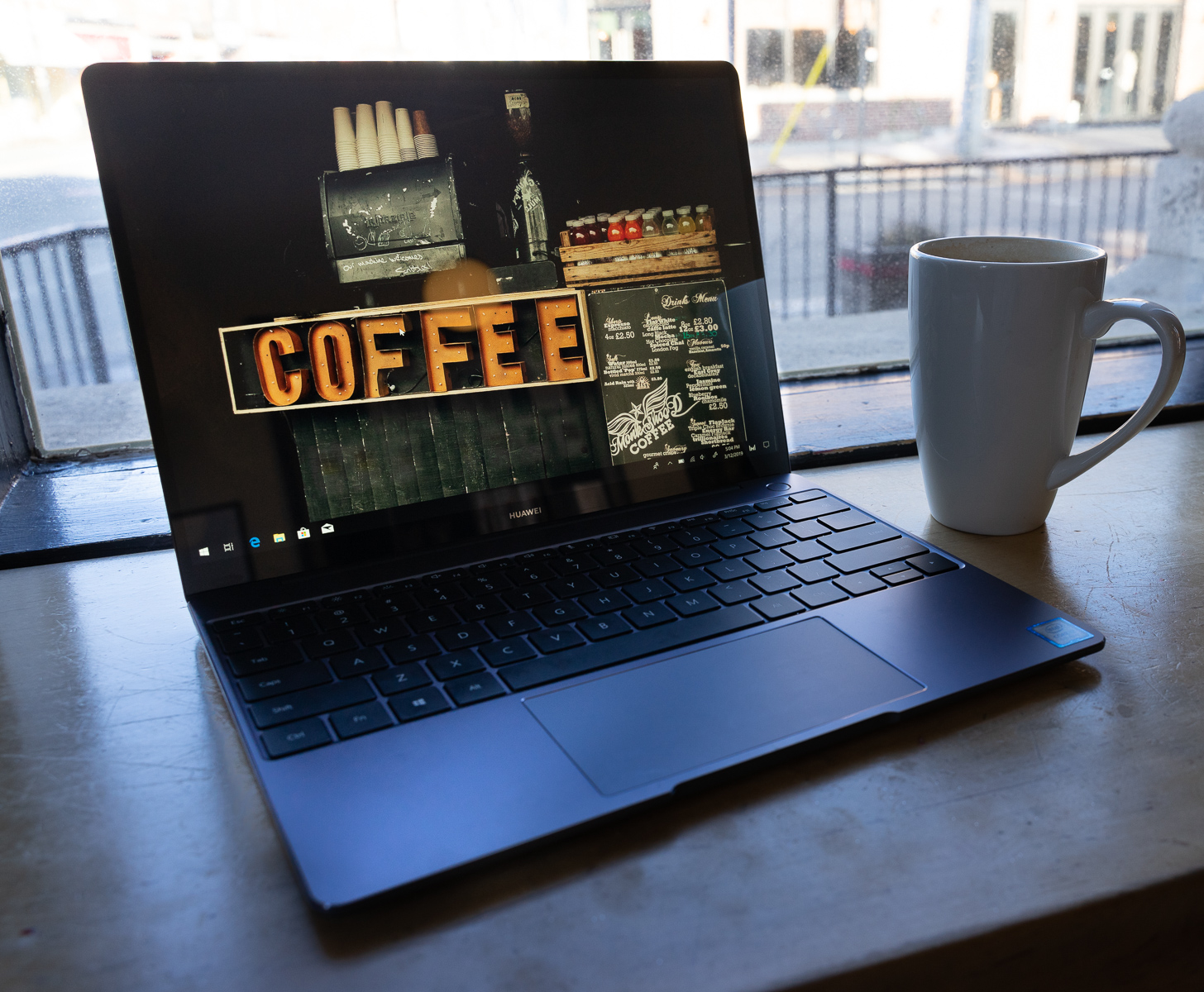 Huawei Matebook 13 coffee shop