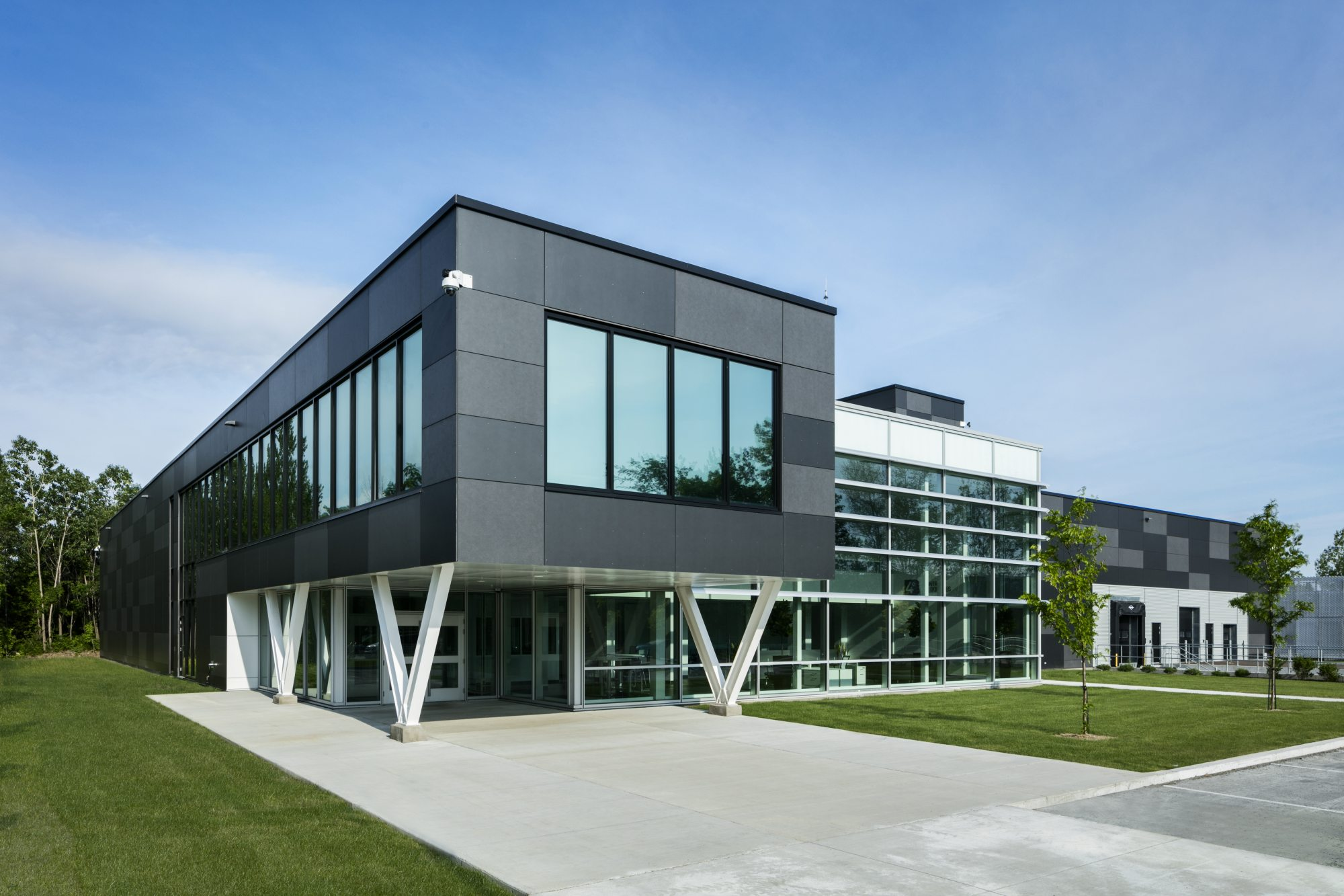 Vantage data center Montreal exterior