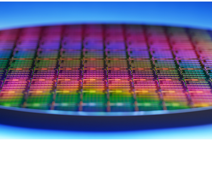 A wafer contains new 3rd Gen Intel Xeon Scalable processors. Int