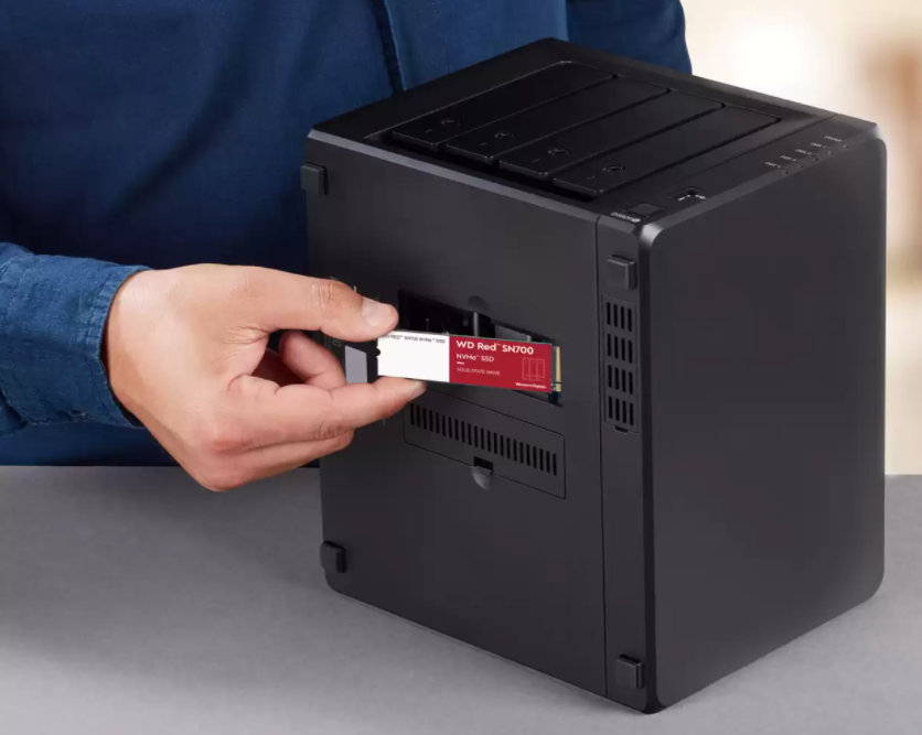 A technician installs the WD Red SN700 SSD.